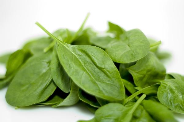 Superzdrowy szpinak, niełączenie produktów i inne mity nt. jedzenia