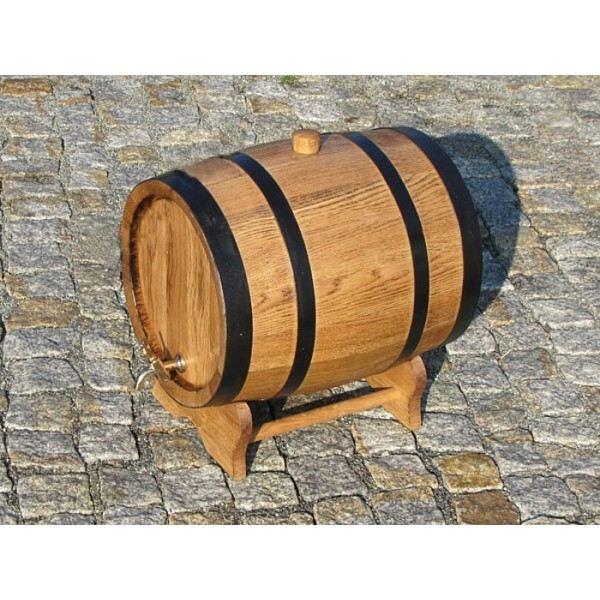 Beczki dębowe na piwo i wino – dlaczego są niezbędne