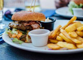 Jedzenie poza domem wciąż nie jest domeną Polaków