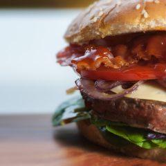 Połowa osób jedzących na mieście wybiera lokale typu street food