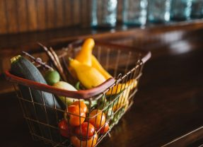 Co trzeci Polak wyrzuca żywność. Co najczęściej?